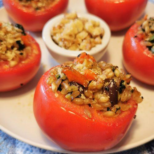pomodori-con-farro-noci-spinaci