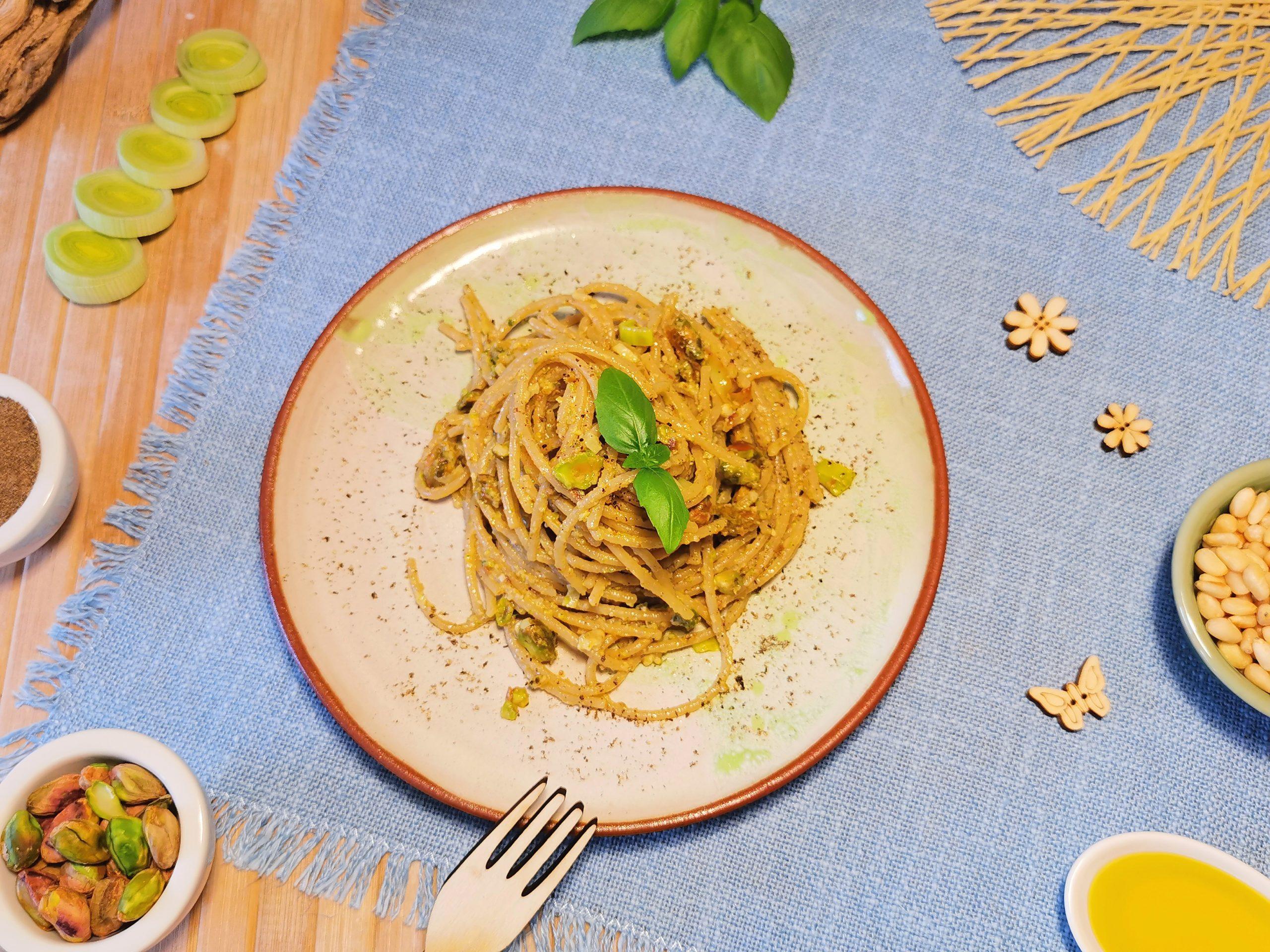 spaghetti con pesto di pistacchi per sportivi