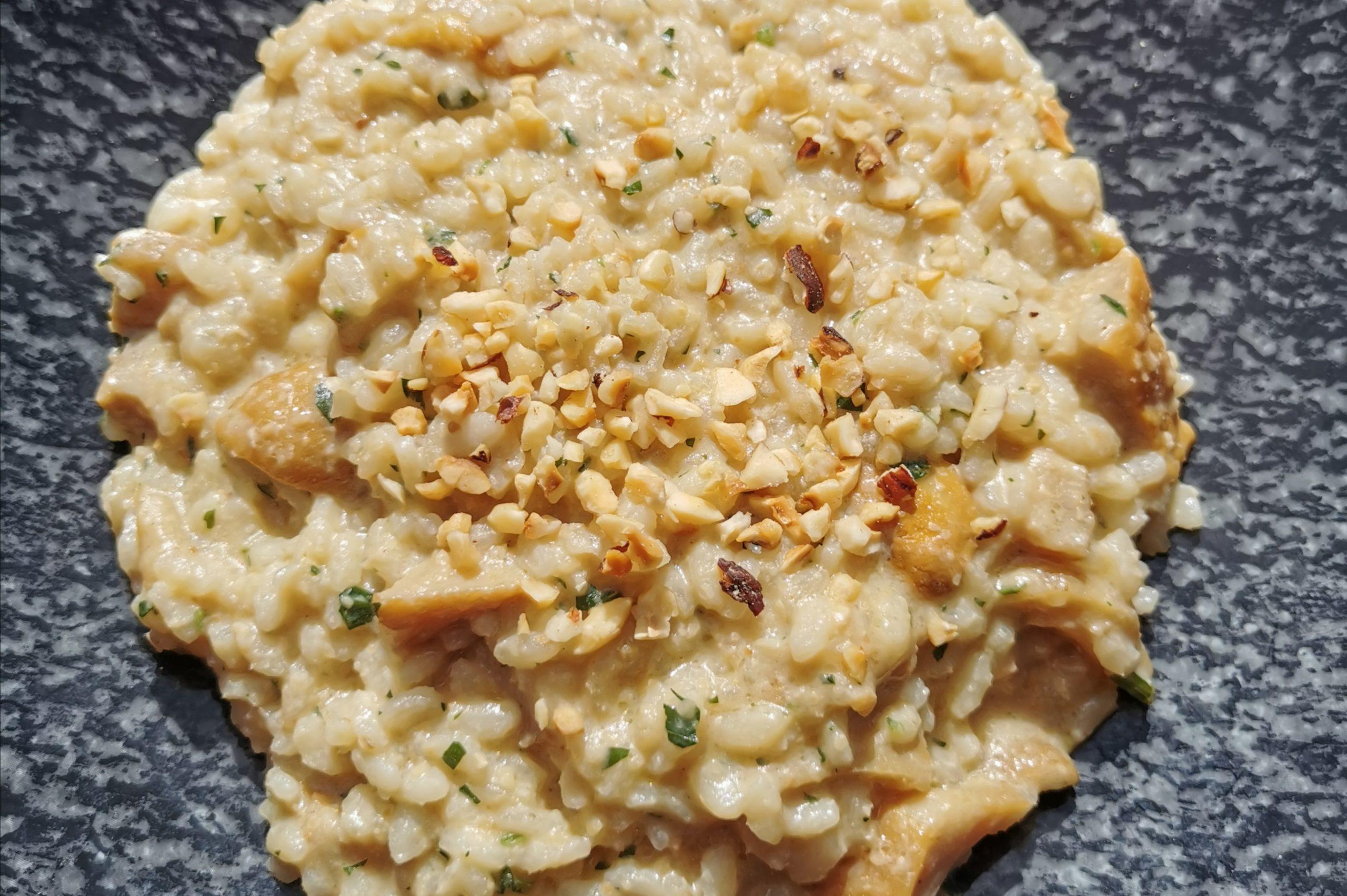 Risotto Carnaroli Bio Tenuta Castello ai funghi porcini, nocciole tostate, mantecato all'olio dello Chalet Gerard