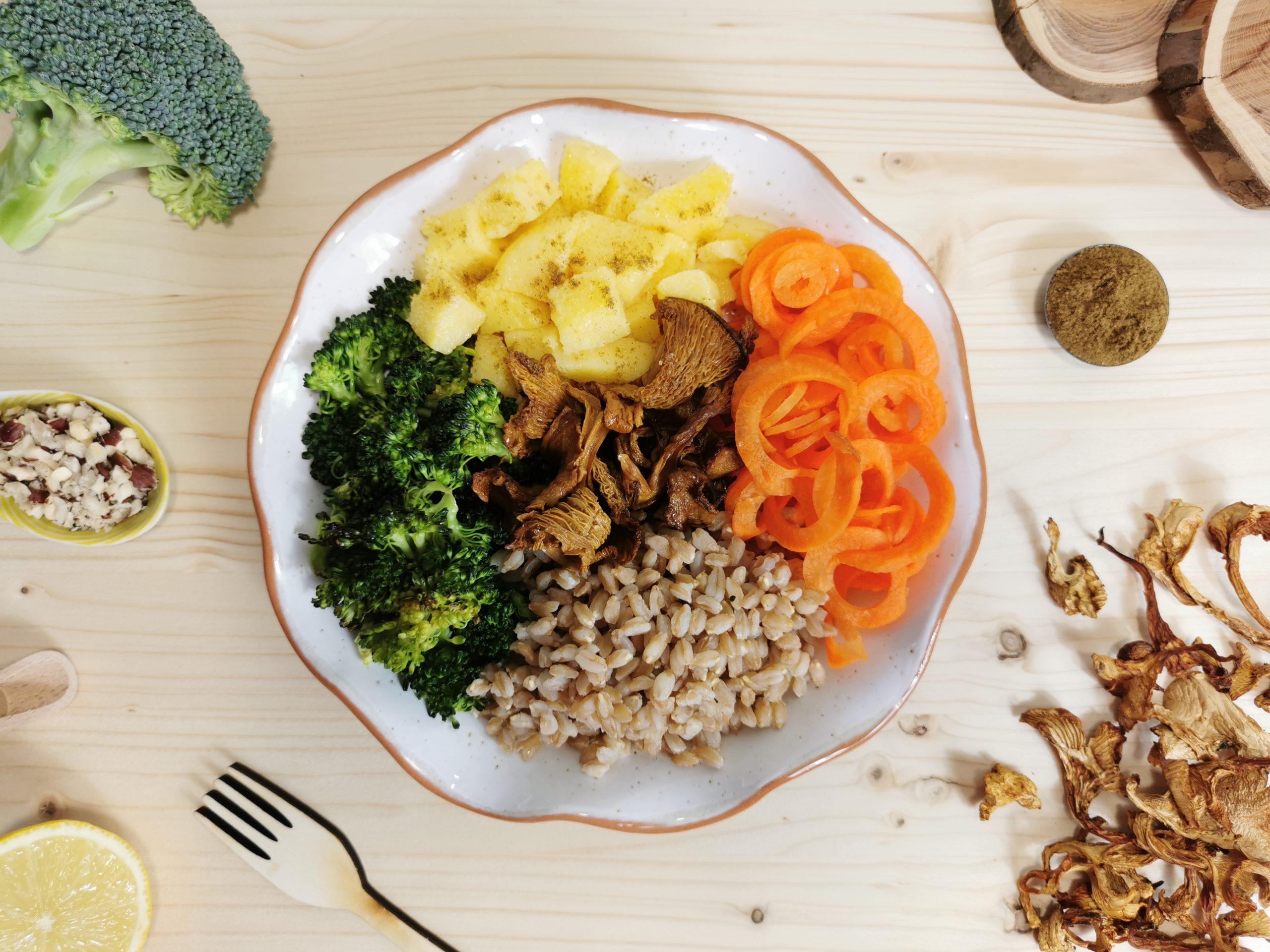 Polenta e funghi con farro e verdure