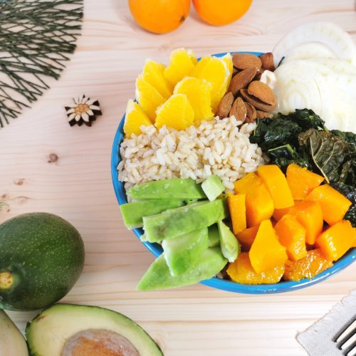 Buddha Bowl arance cavolo nero avocado