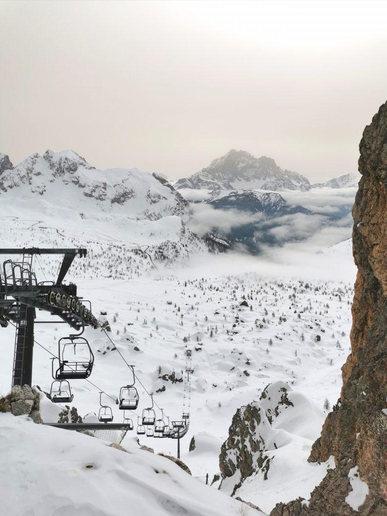Panorama invernale verso passo Giau