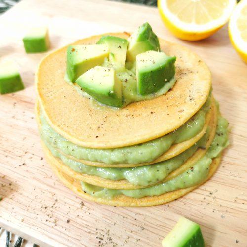 Pancake salati con l'avocado