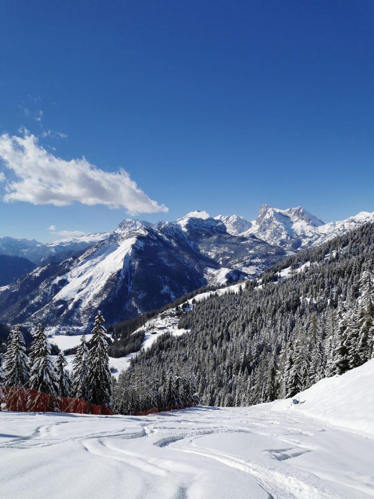 Panorama invernale dalla pista Civetta ad Alleghe