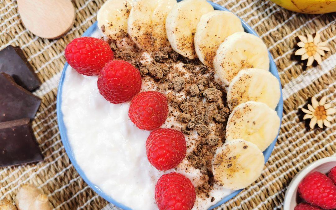 Smoothie bowl con banana e lamponi