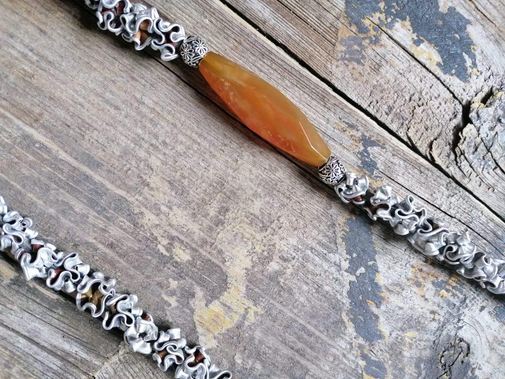 Collana in alluminio riciclato e corniola